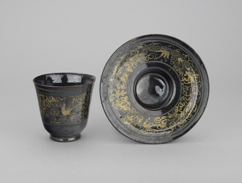 Cup (with saucer) with decoration in gold and silver (WA1888.CDEF.C501.1)