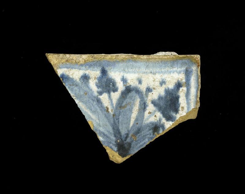 Tile fragment with floral decoaration