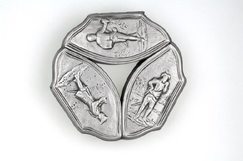 Tripartite snuff box