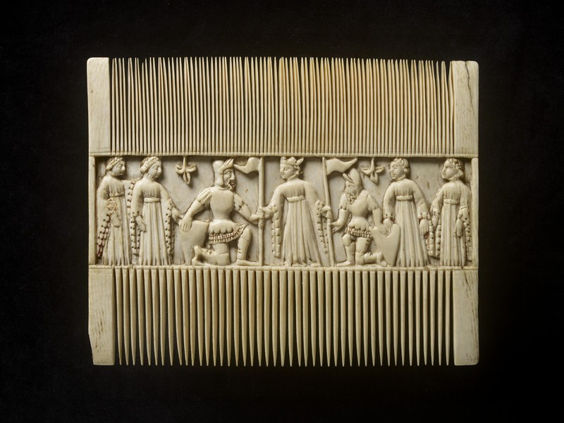 Comb with scenes from a romance (WA1947.191.222)