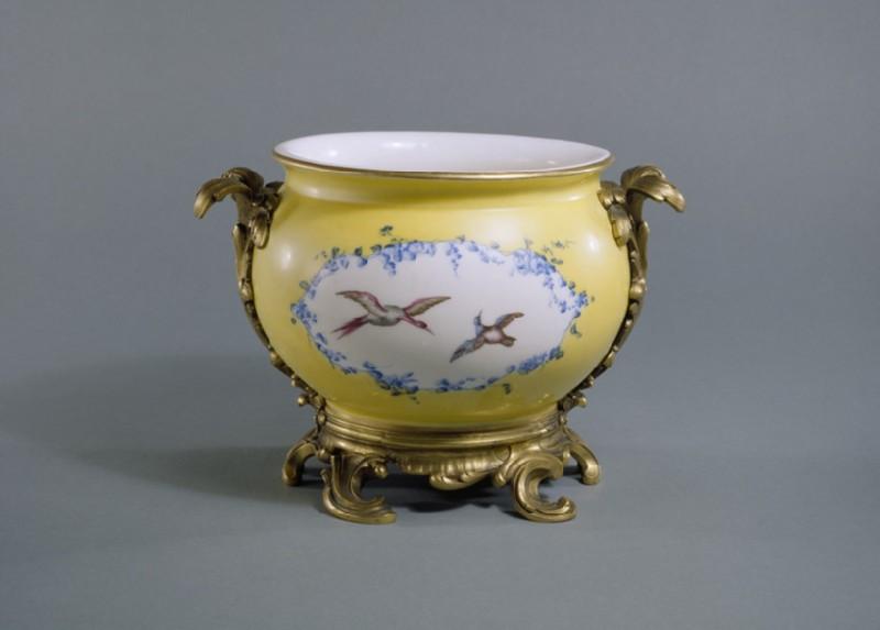 Chamber pot (pot de chambre rond) (WA1948.158.1)