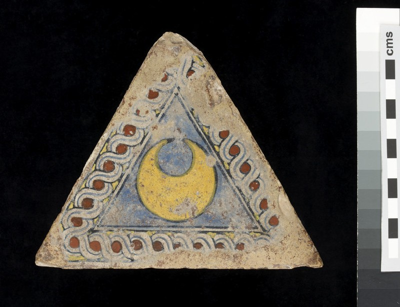 Triangular tile with a crescent (WA1951.57)