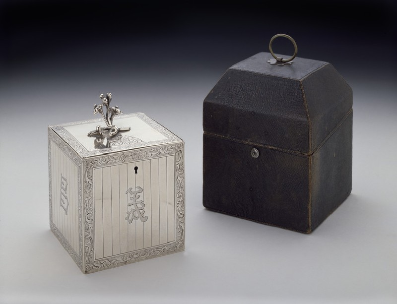 Tea caddy with Chinese-style characters