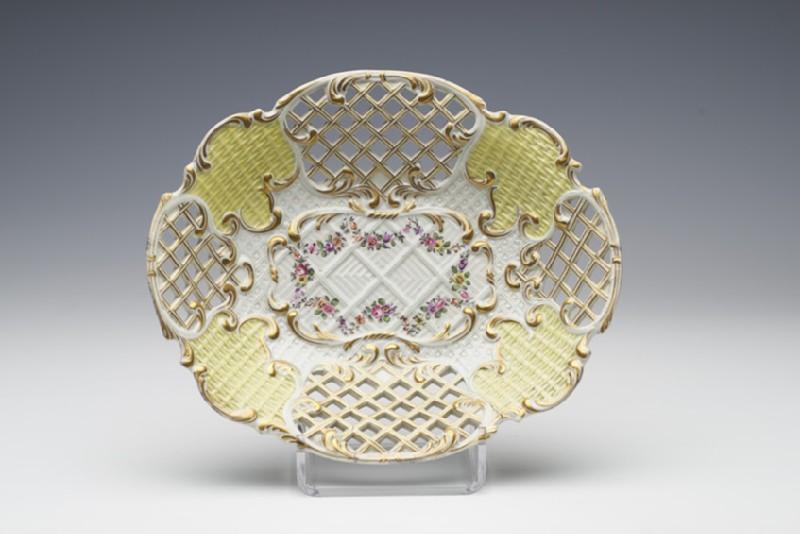 Dish (WA1957.24.1.685)
