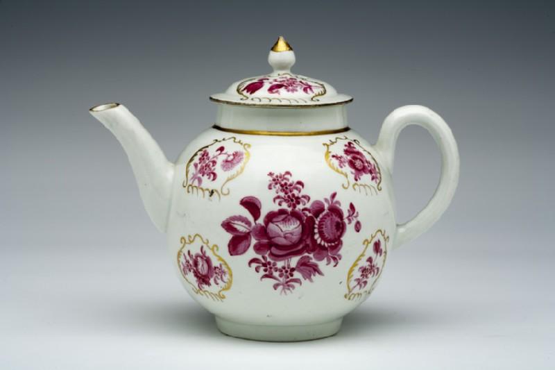 Teapot and lid (WA1957.24.1.176)
