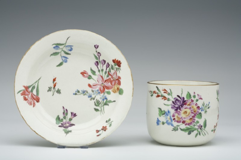 Finger bowl and stand (WA1957.24.1.415)