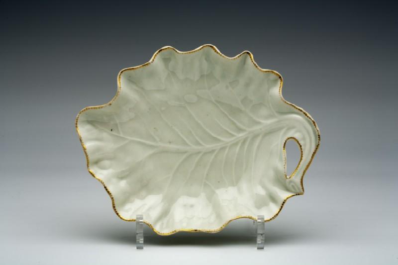 Leaf-shaped dish