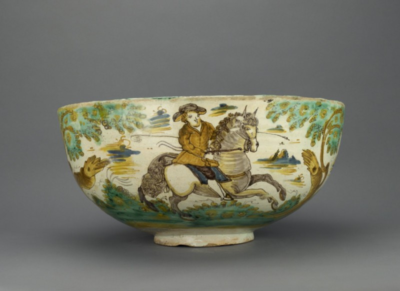 Large bowl with bull-hunting scenes