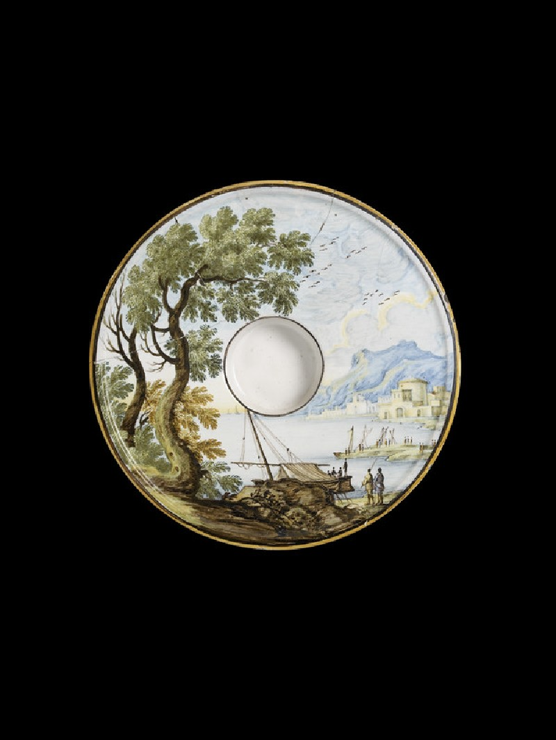 Saucer with a harbour scene (WA2000.117)