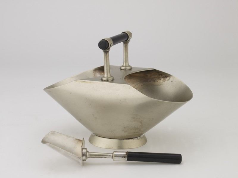 Sugar bowl and spoon (WA2002.229)