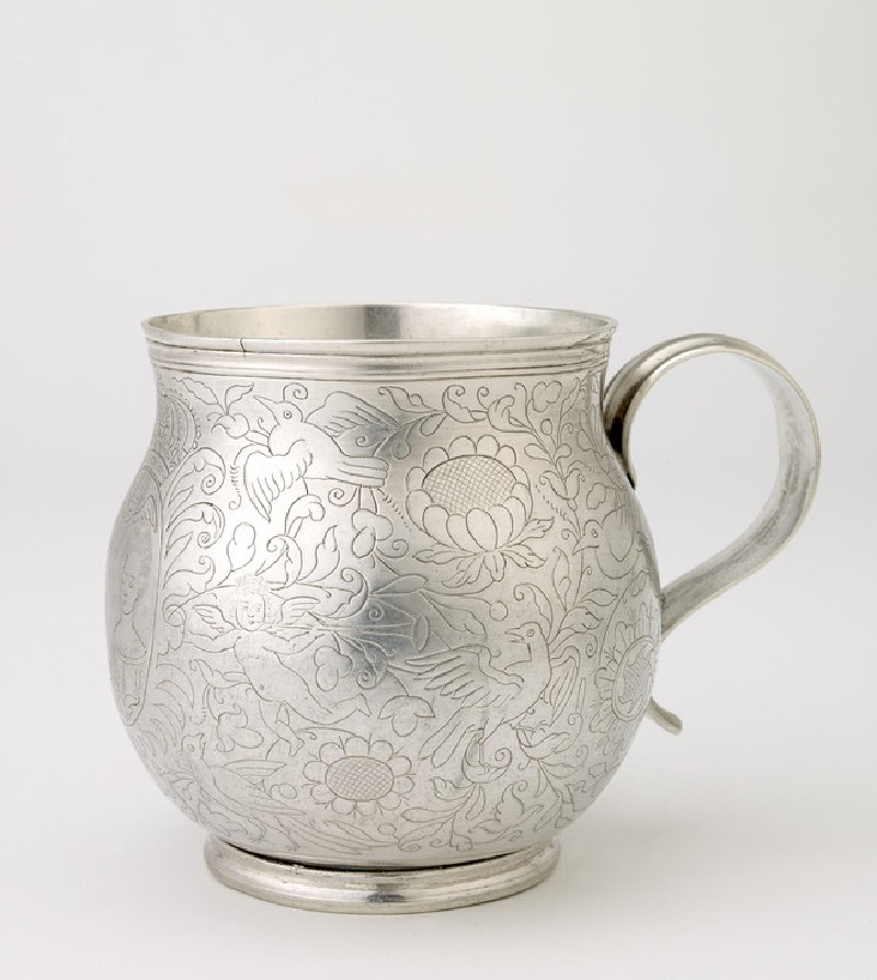 Silver coronation mug engraved with the heads of King William and Queen Mary (WA2004.96)