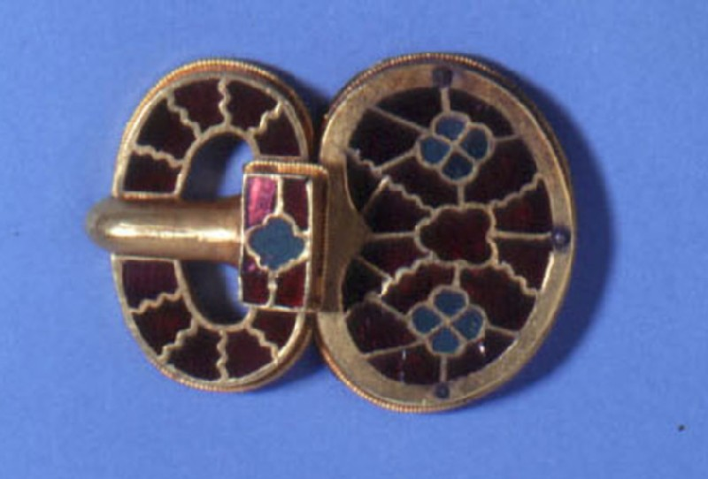 Large gold buckle with garnet and green glass inlays (AN1909.661.c, record shot)