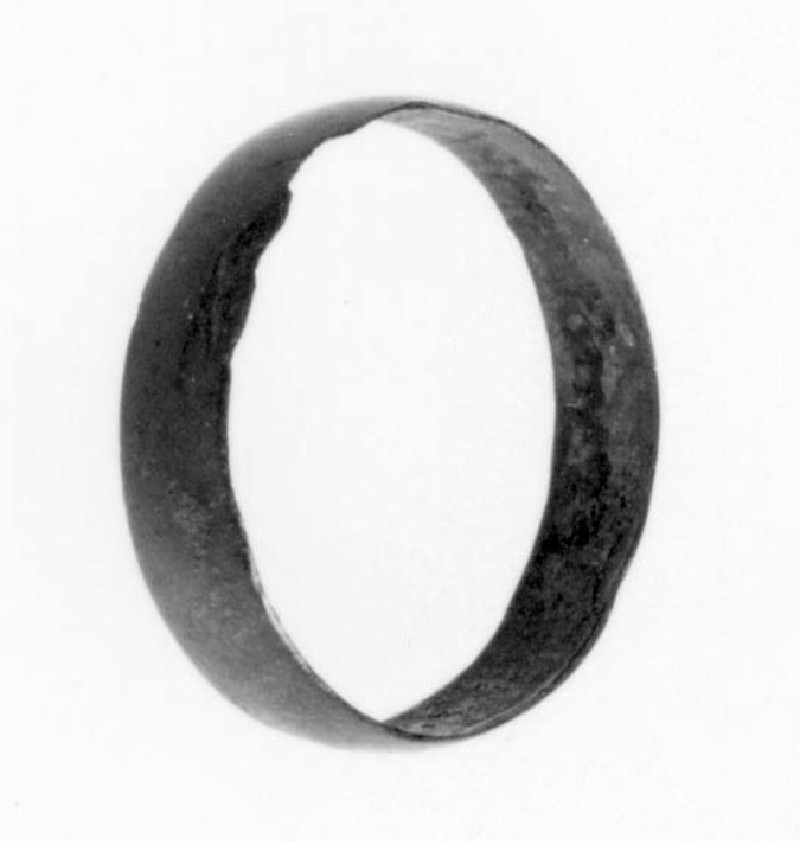Finger ring (AN1966.63, record shot)