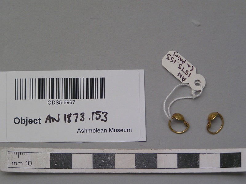 Pair of gold earrings with cup-shaped ornament
