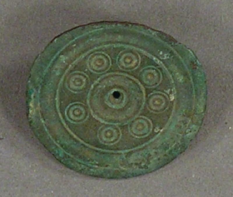 Disc brooch