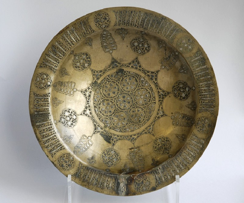 Dish with floral medallions, stylised trees, and bands of pseudo-inscriptions