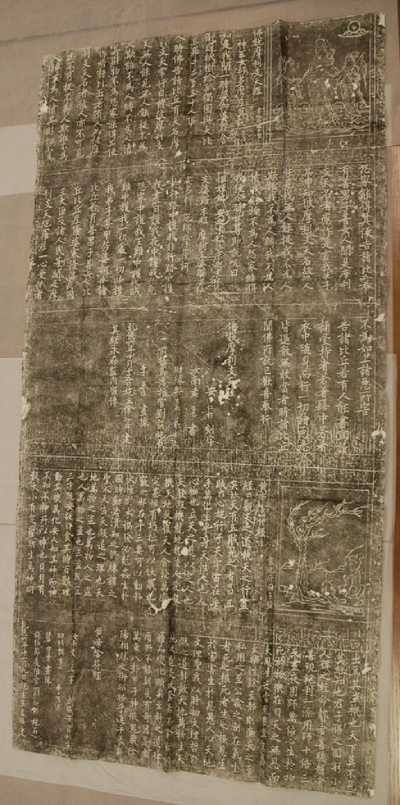 Stele of Buddhist and Daoist scriptures with illustrations