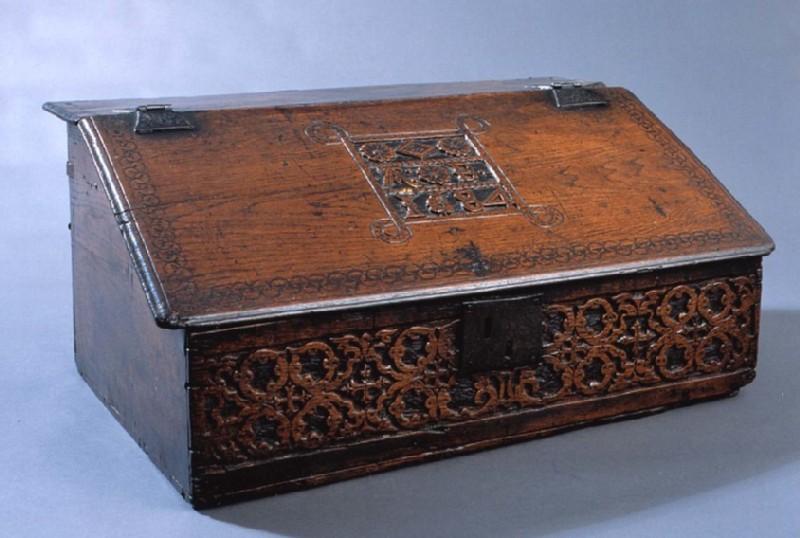 Boarded desk box