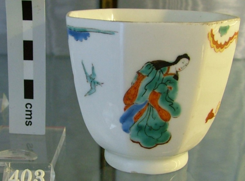 Beaker with lady in Pavilion pattern