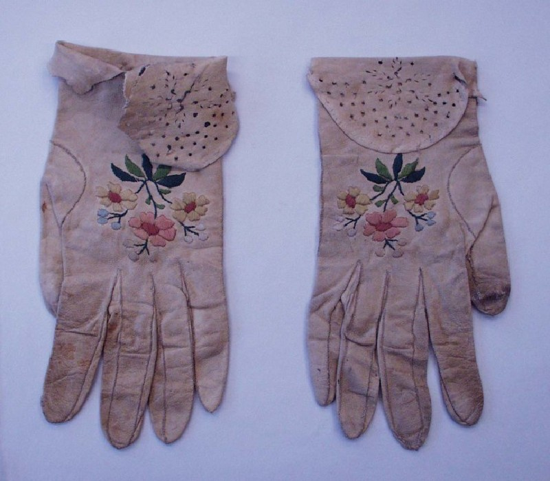 Pair of ladies kidskin gloves