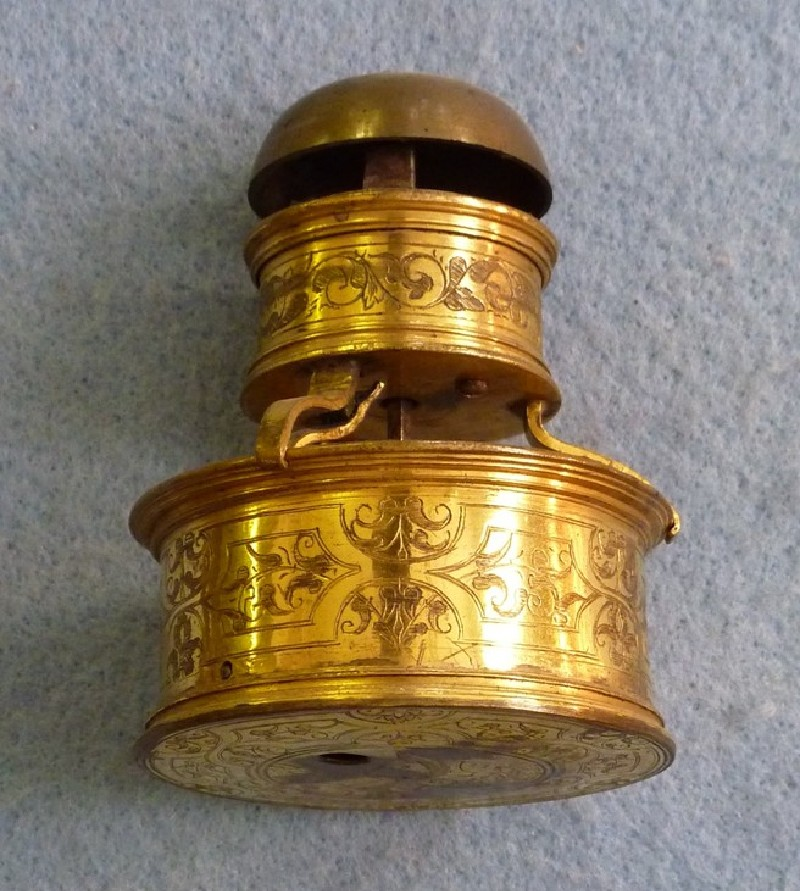 Gilt-brass cased horizontal table timepiece with detachable alarm (WA1947.191.122, record shot)