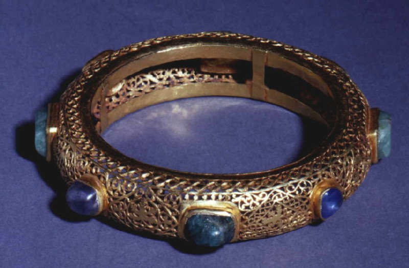 Openwork bracelet decorated in opus interrasile set with eight oblong emeralds and oval sapphires (AN1977.272, record shot)