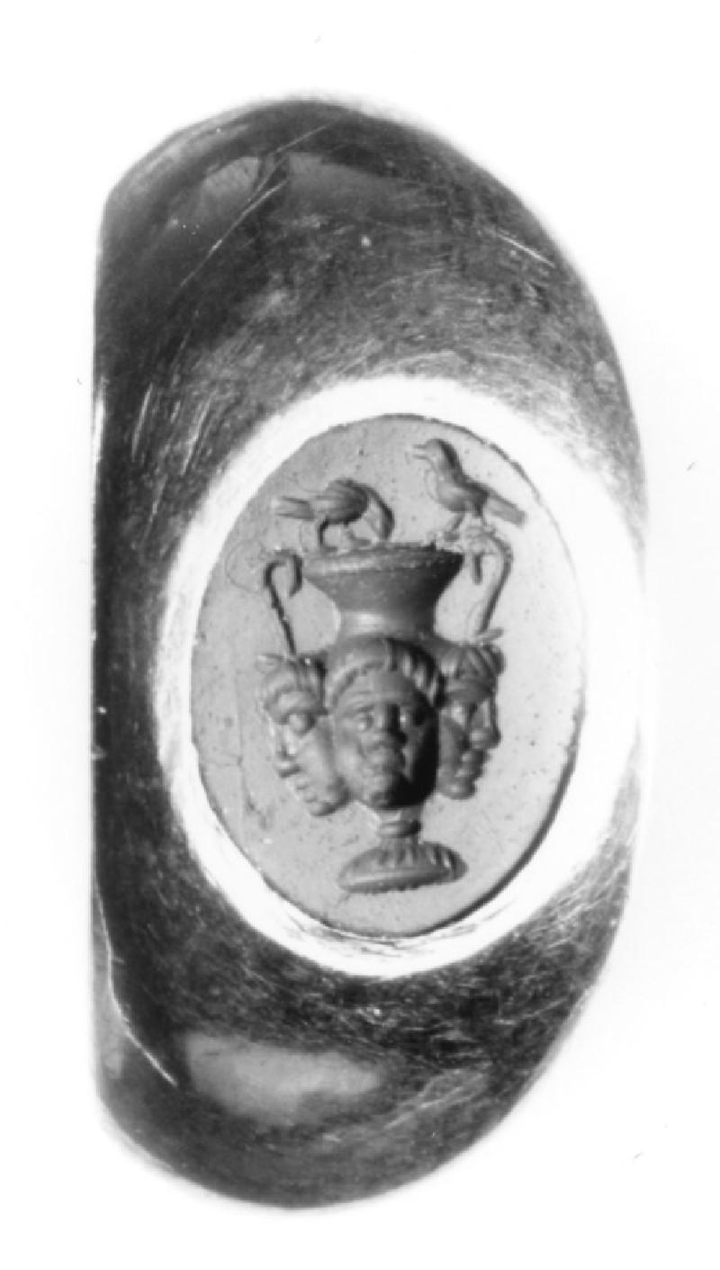 Intaglio gem finger ring