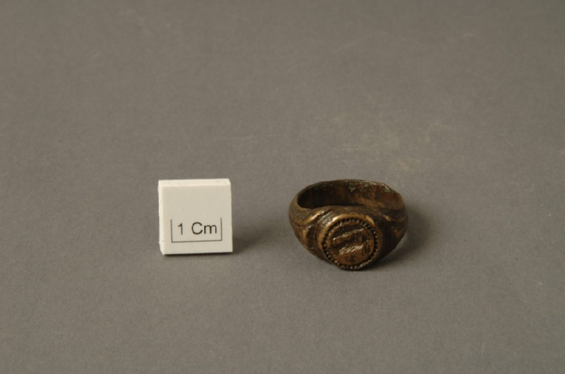 Finger ring with depiction of a goat (AN1881.190, record shot)