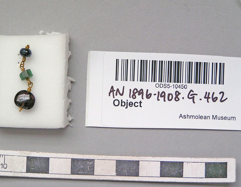 Gold pendant chain-earring set with garnet and green glass beads (AN1896-1908.G.462, AN.1896-1908.G.462, record shot)