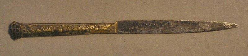 Steel knife with latten handle with floral pattern