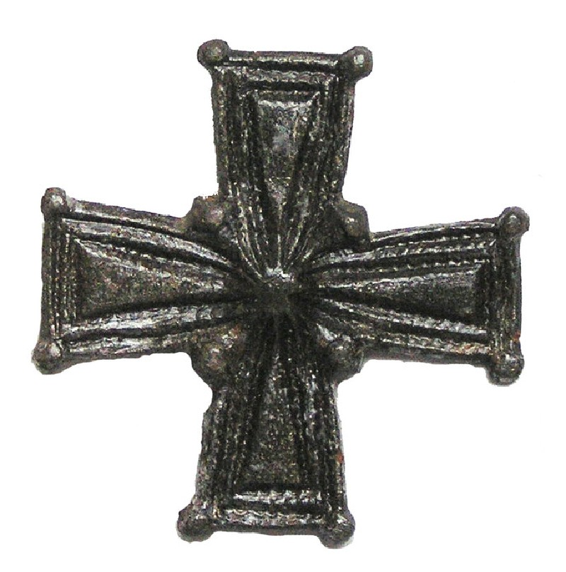 Cruciform brooch