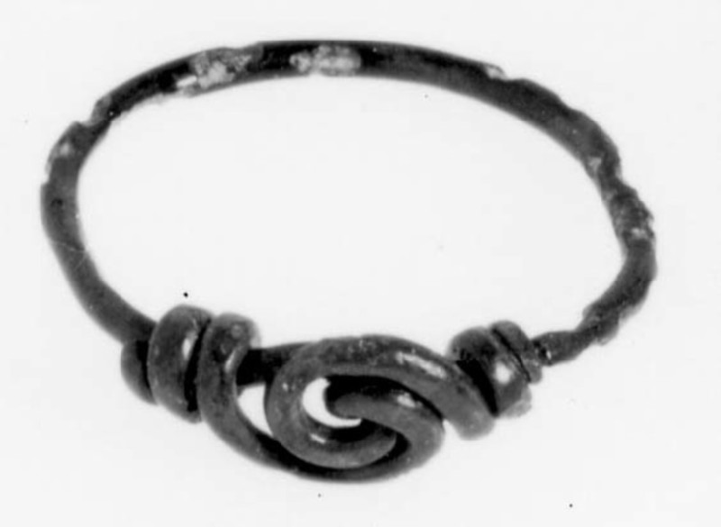 Finger-ring with ends twisted together to form spiral bezel (AN1930.628, AN.1930.628, record shot)