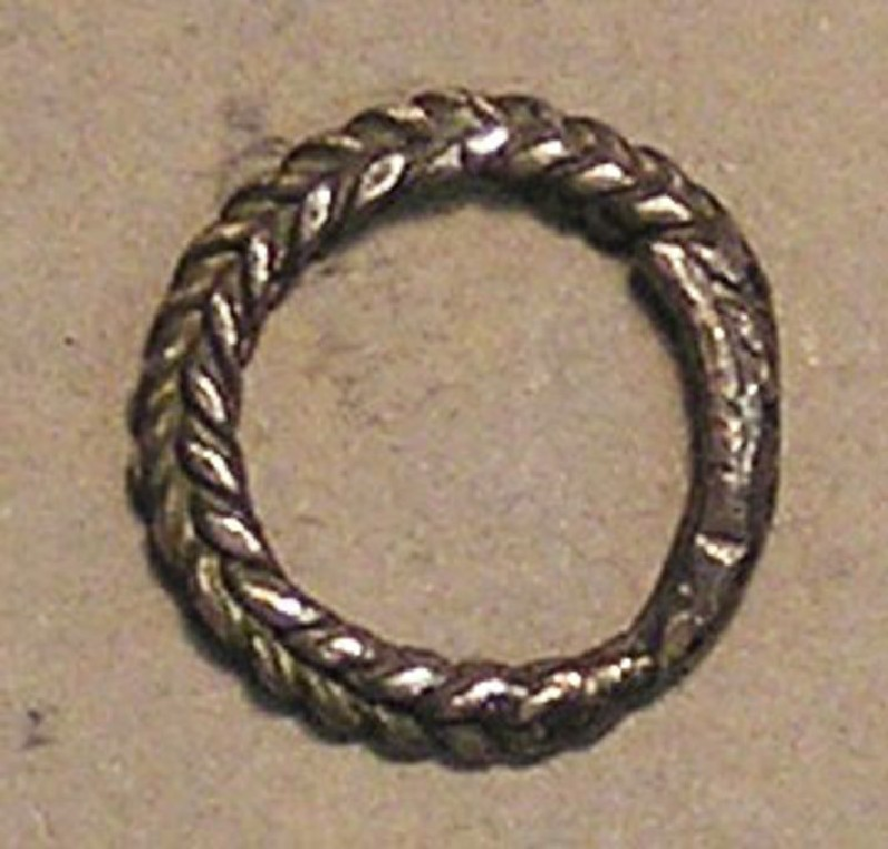 Finger-ring of plaited wires (AN.1930.643)