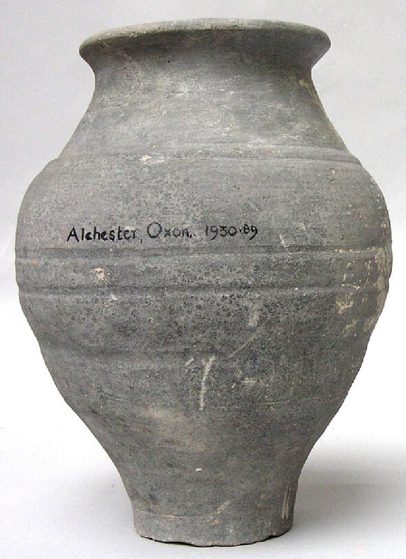 Urn found in Alchester (AN1930.89, AN.1930.89, record shot)