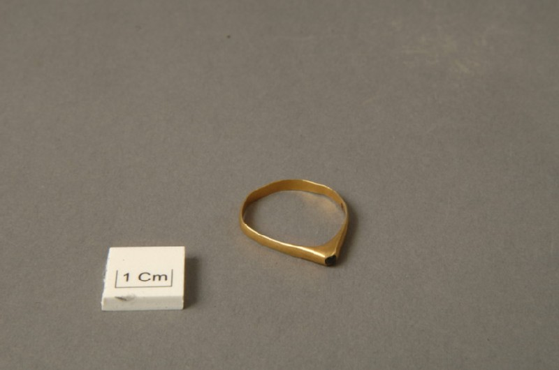 Finger-ring (AN1938.328, record shot)