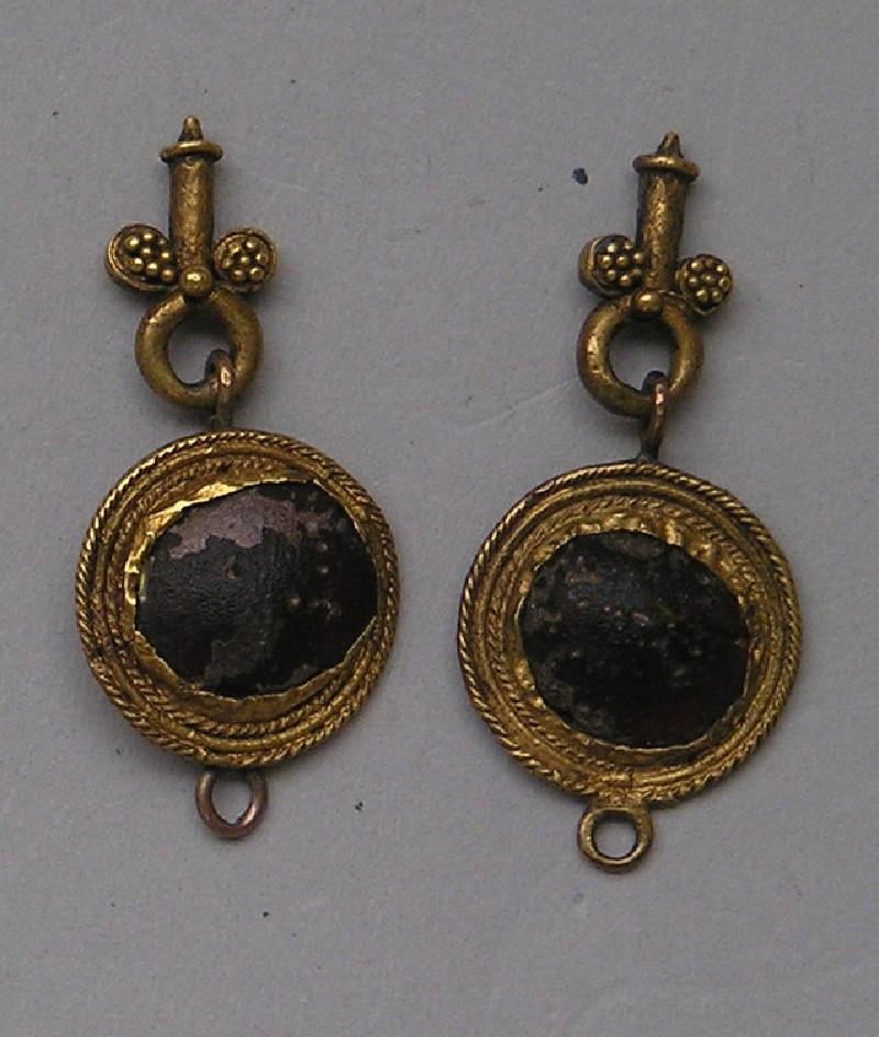Gold and garnet pendant earrings