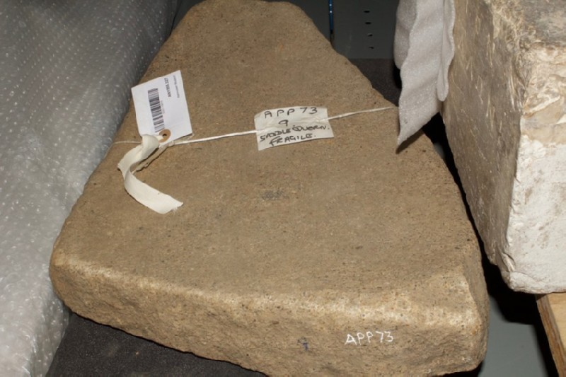 Saddle quern