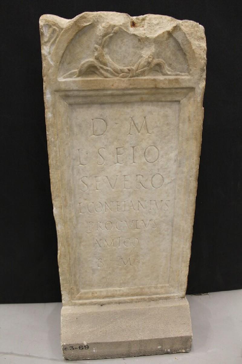Stele for Latin inscription for L. SEIUS SEVERUS (ANChandler.3.69, record shot)
