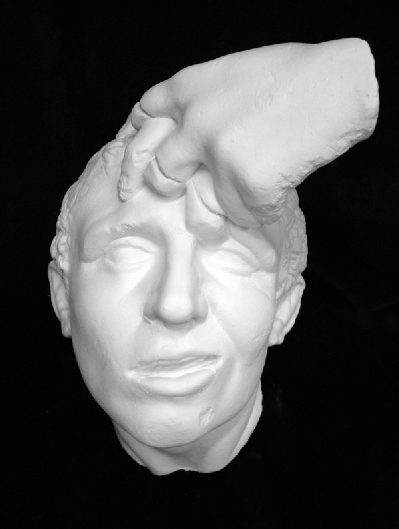 Cast of a head from a wrestler-group