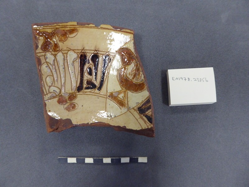 Wall fragment of a bowl with incription and 'fleur de lis' (EA1978.2385.b, record shot)