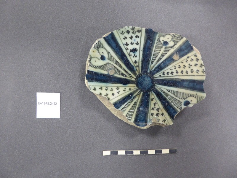 Base fragment with radiating panels
