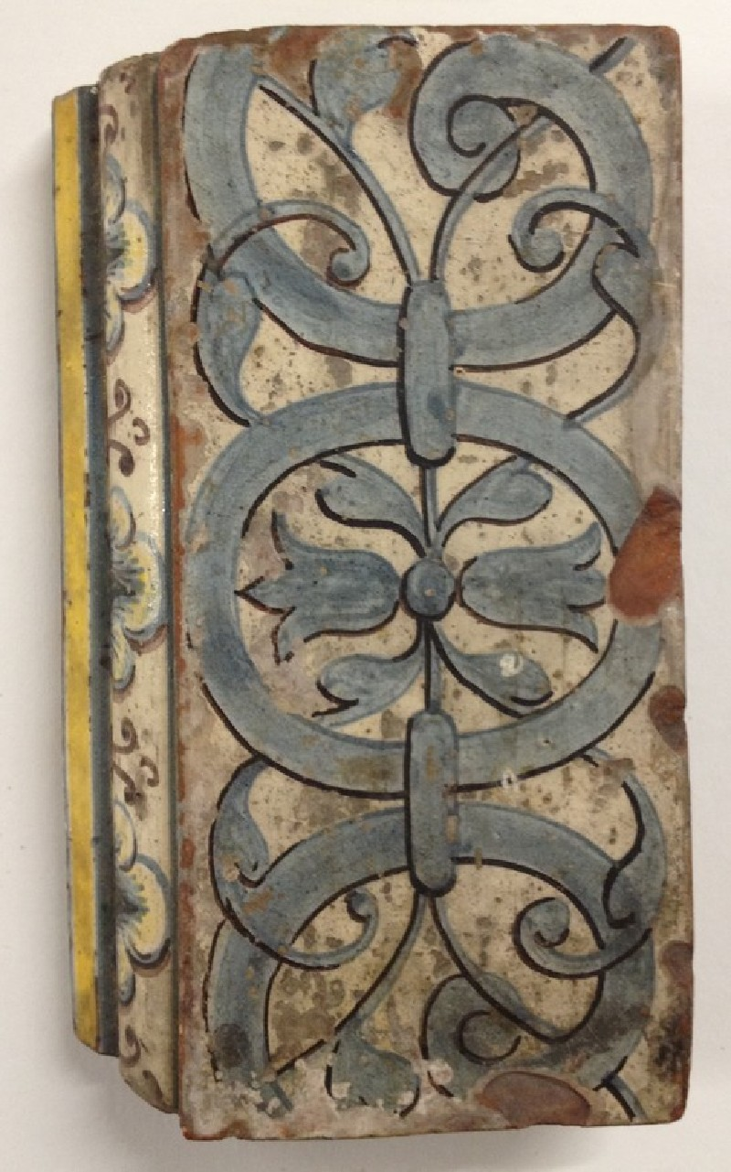 Rectangular tile with interlace on wide panel