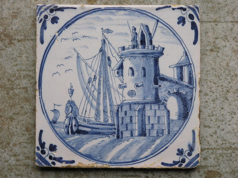 Tile with fort and ships