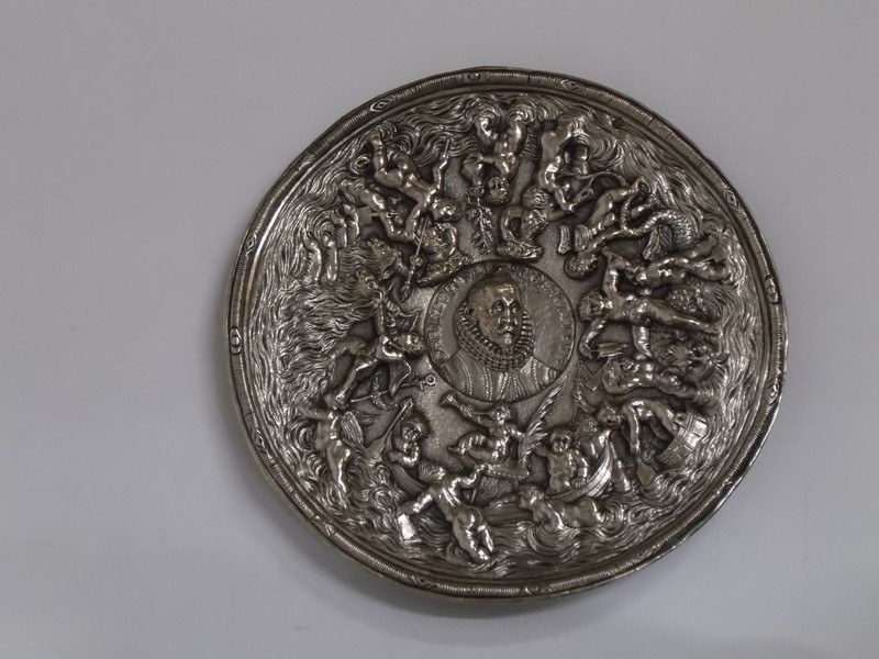 Circular plaque